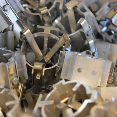 Aluminiumstraverser og festemateriell